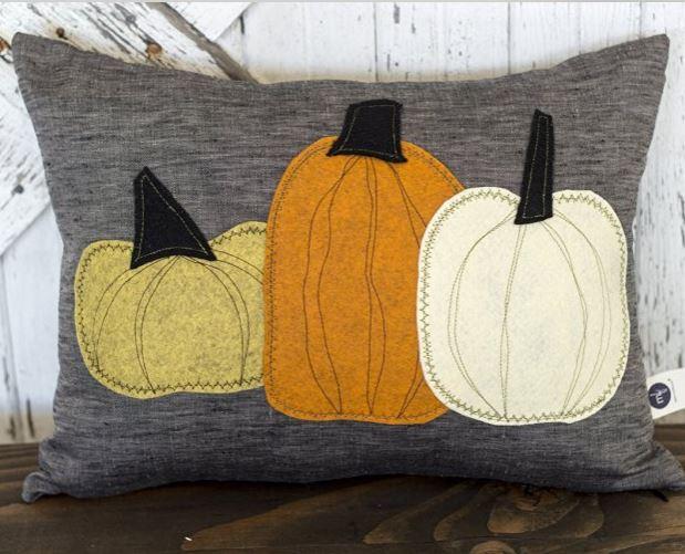 Three pumpkins pillow - felt on linen - handmade!