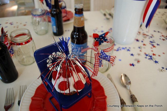 cute little lawn chairs as cupcake holders