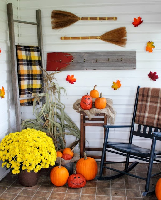Tartan plaids and cornstalks on Courtenay's delightful autumn porch - The Creek Line House