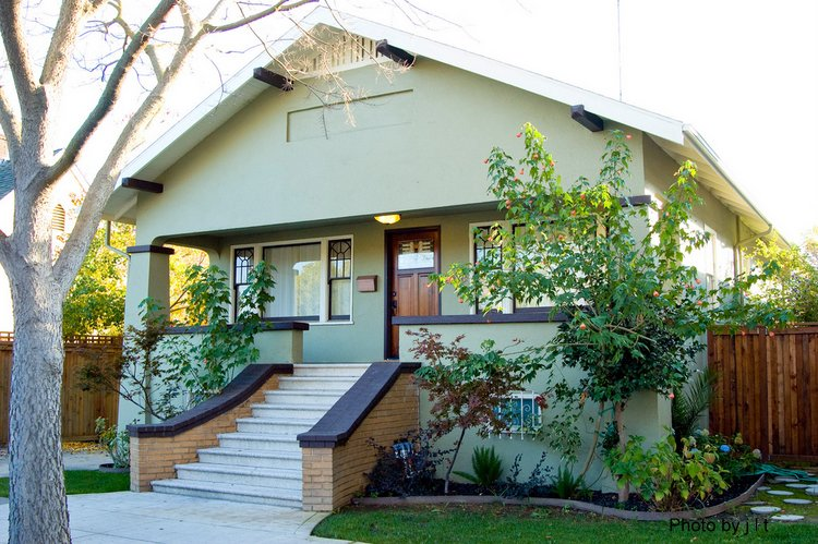 Bungalow front porch example