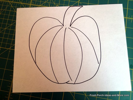 Draw a simple pumpkin on the sheet of paper and cut it out.