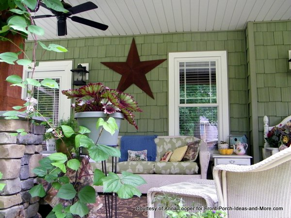 decorative star on Anna's craftsman style porch
