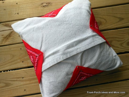 the backside of my bandana pillow - wanted to show you how I attached the corners with safety pins