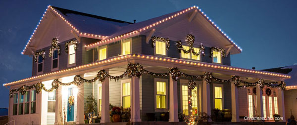 beautiful House decorated with Christmas lights by Christmas Lites.com