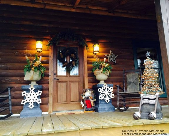 yvonnes log cabin porch decorated for christmas - Log Cabin Christmas Decorations