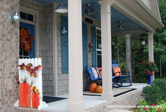 autumn pumpkin fence craft on front porch