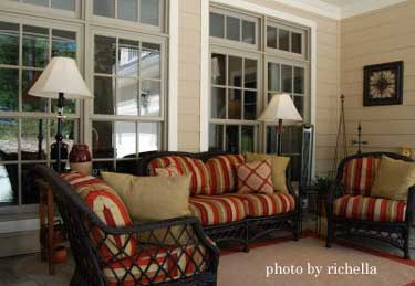 Outdoor lamps, rug, and great accents