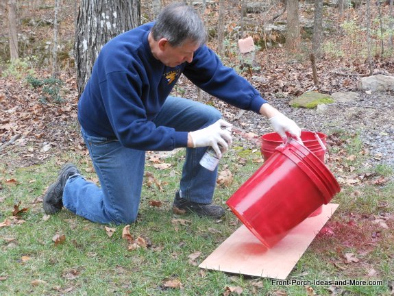 painting the buckets with a Christmas color