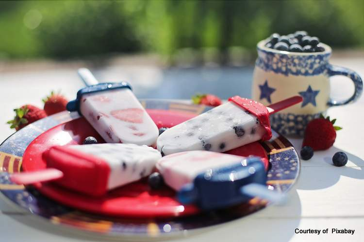 Patriotic popcicles look so good in the summertime