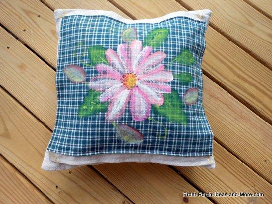 pink daisy pillow topper