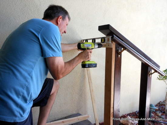 attaching top rail using level to the 2x4