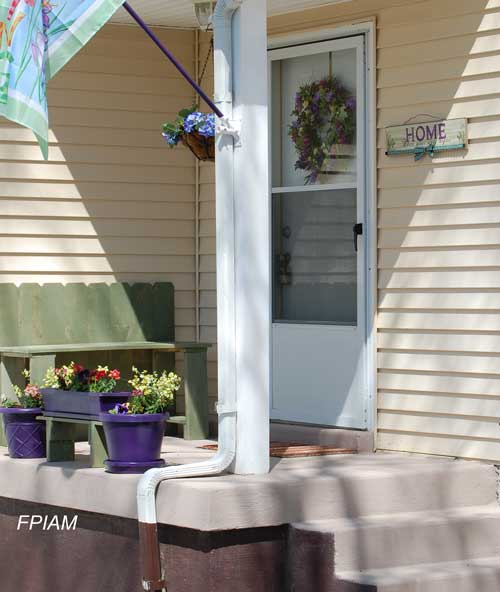 Small front porch front porch ideas front porch decorating for Tiny front porch decorating ideas