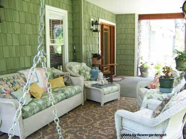 Decorating for summer to make your porch sizzle for Porch interior ideas uk