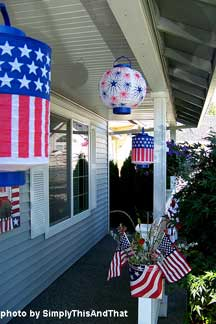4th of July decorations on porch railings