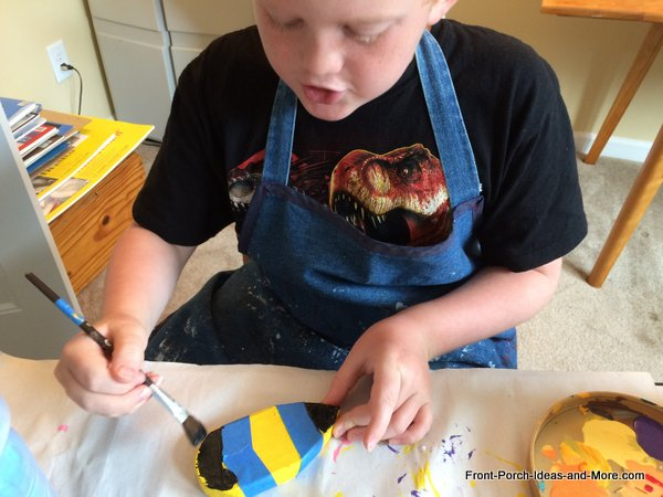kid painting bumble bee for bumble bee decorations