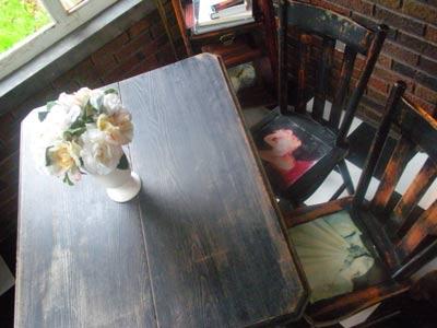 modge-podge-table-chairs