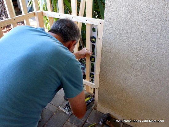 using a level to align fence baluster