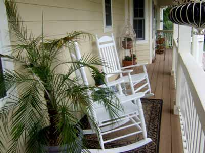 Sitting area with rocking chairs