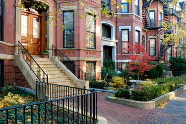 Inter-city porch with creative landscaping