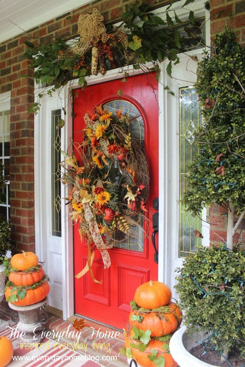 beautifully decorated front door for Thanksgiving